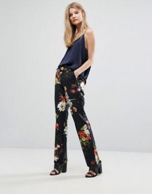 Gestuz Узкие брюки с цветочным принтом Phoebe. Цвет: мульти