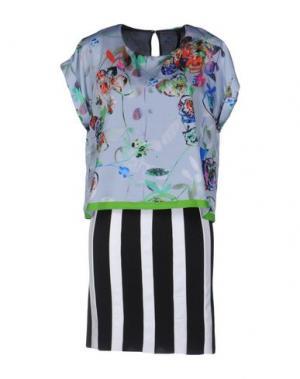 Короткое платье TRE CINQUE SETTE. Цвет: светло-серый