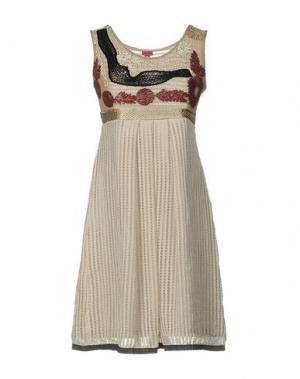 Короткое платье SAVE THE QUEEN. Цвет: песочный
