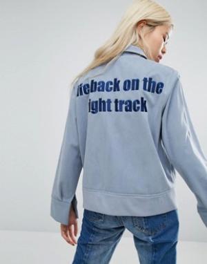 STYLE NANDA Спортивная куртка с надписью сзади STYLENANDA. Цвет: синий