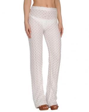 Пляжные брюки и шорты SOLOBLU. Цвет: белый