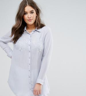 Koko Светло-голубая рубашка с цветочной вышивкой. Цвет: синий