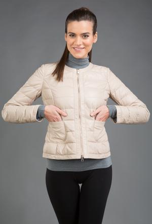 Бежевая стеганая кожаная куртка AFG. Цвет: бежевый
