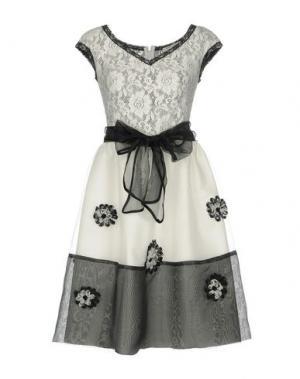 Короткое платье SONIA FORTUNA. Цвет: белый