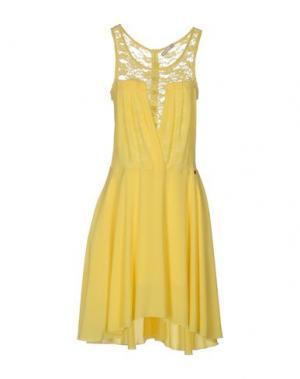 Платье до колена FLY GIRL. Цвет: желтый