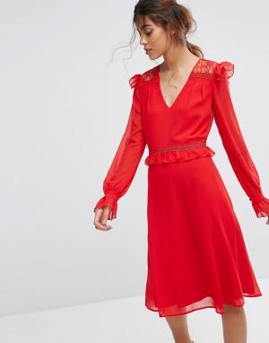 Elise Ryan Приталенное платье миди с кружевными оборками. Цвет: красный