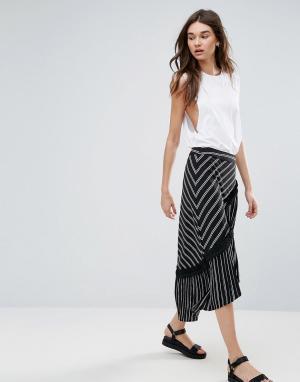 Liquorish Асимметричная юбка миди в полоску. Цвет: черный