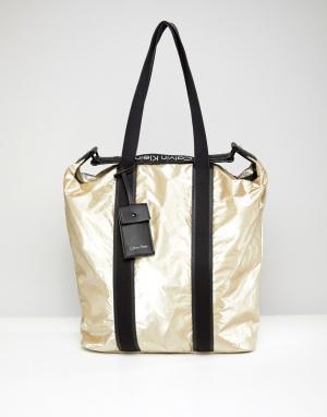 Calvin Klein Сумка-шоппер с эффектом металлик. Цвет: золотой