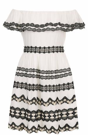 Мини-платье с кружевной отделкой и открытыми плечами Alice + Olivia. Цвет: черно-белый