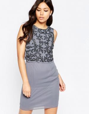 Maya Платье с отделкой и разрезом сзади. Цвет: бежевый