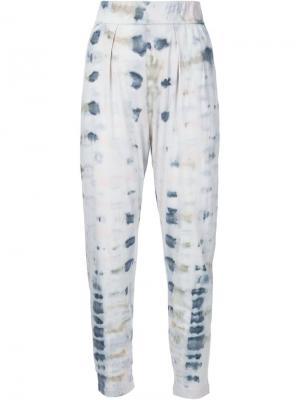 Зауженные брюки с принтом тай-дай Raquel Allegra. Цвет: синий