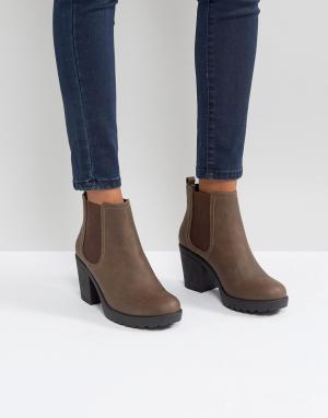 Boohoo Ботинки челси на массивном каблуке. Цвет: коричневый