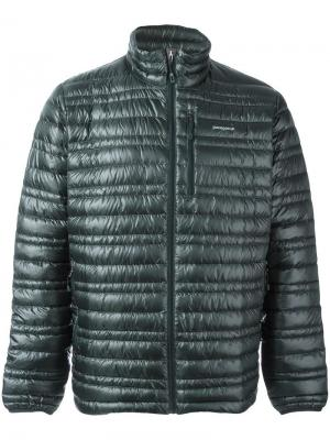 Куртка-пуховик Patagonia. Цвет: зелёный
