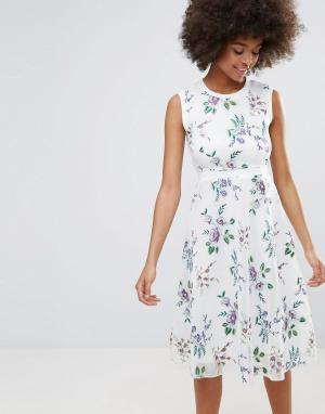 Darling Короткое приталенное платье с цветочным принтом. Цвет: кремовый