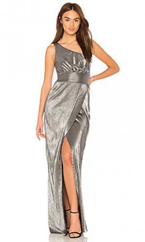 Вечернее платье с открытым плечом chandler LIKELY. Цвет: металлический серебряный