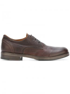 Туфли дерби с эффектом потертости Fiorentini +  Baker. Цвет: коричневый
