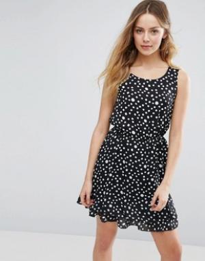 Jasmine Свободное платье в горошек. Цвет: черный