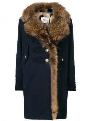 Пальто с меховой отделкой Bazar Deluxe. Цвет: синий