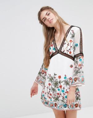 Endless Rose Платье с длинными рукавами и вышивкой. Цвет: белый