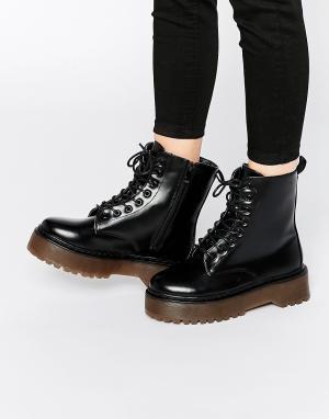 Dolcis Ботинки на шнурках и массивной платформе. Цвет: черный