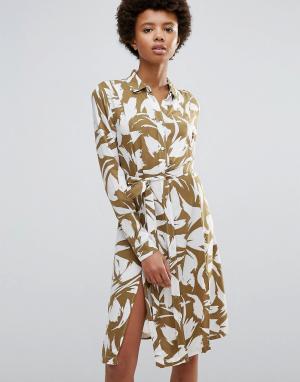 Ganni Платье с запахом и лиственным принтом Wilson. Цвет: коричневый
