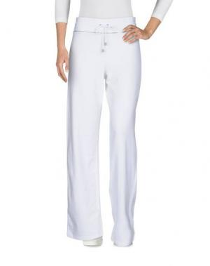 Повседневные брюки BURBERRY. Цвет: белый