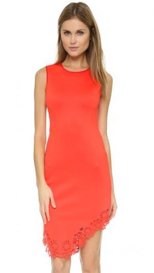 Платье с вырезами лазером на подоле Clover Canyon. Цвет: красный
