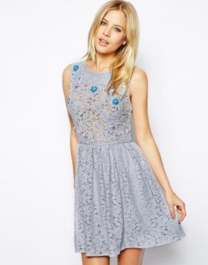 ASOS Короткое приталенное платье с цветочным принтом. Цвет: желтый