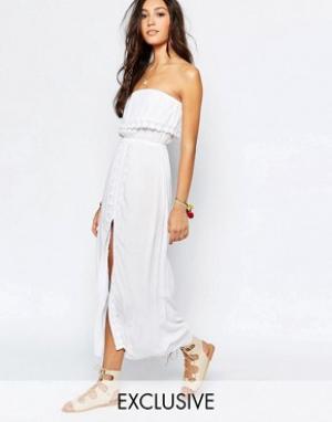 Akasa Пляжное платье макси с отделкой кроше и разрезом спереди. Цвет: белый