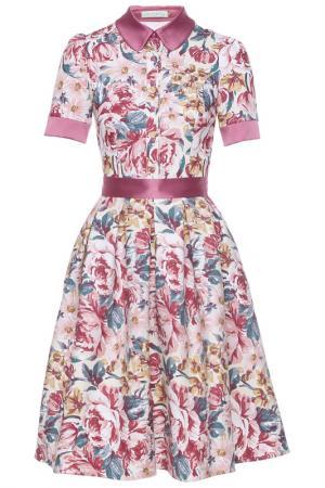 Летнее платье приталенное в цветочек Olivegrey. Цвет: бежево-розовый