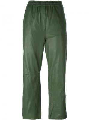 Укороченные зауженные брюки Forte. Цвет: зелёный