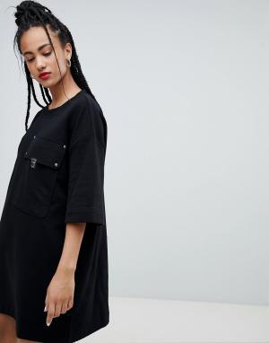 Love Moschino Платье-футболка с большим карманом. Цвет: черный