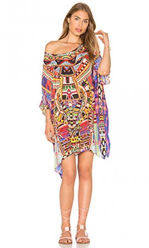 Короткое платье в восточном стиле с круглым вырезом Camilla. Цвет: красный