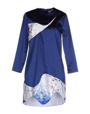 Короткое платье VIOLANTE NESSI. Цвет: синий
