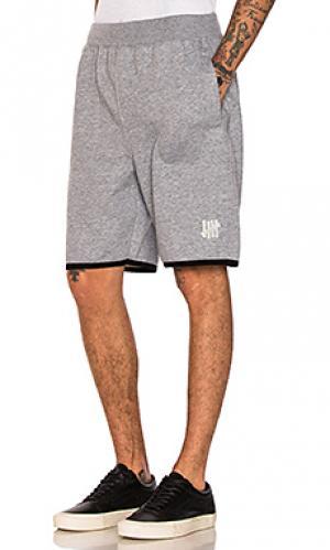 Флисовые шорты tech Undefeated. Цвет: серый