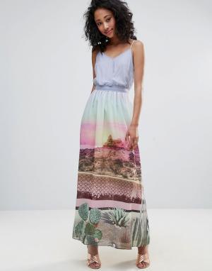 Uttam Boutique Платье макси с принтом и поясом. Цвет: мульти