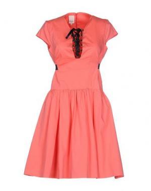 Короткое платье EUREKA. Цвет: коралловый