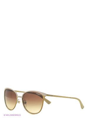 Солнцезащитные очки Vogue. Цвет: коричневый