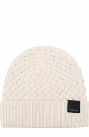 Шерстяная шапка фактурной вязки Canada Goose. Цвет: белый