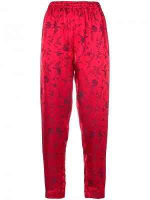 Зауженные джинсы с принтом Forte. Цвет: красный