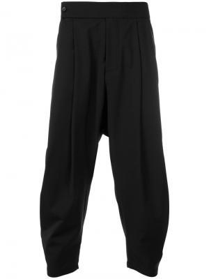 Укороченные брюки Odeur. Цвет: чёрный