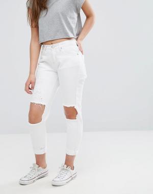 Glamorous Рваные зауженные джинсы. Цвет: белый