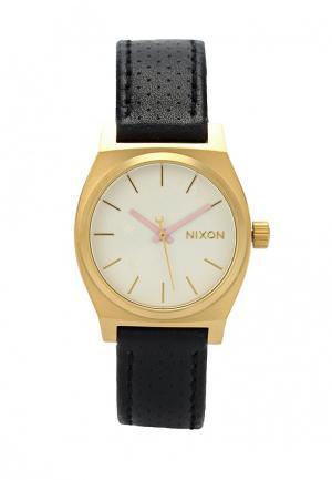 Часы Nixon. Цвет: золотой