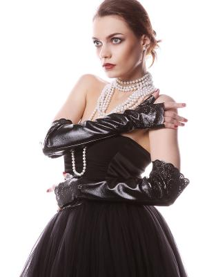 Митенки черные кожаные перфорация SEANNA. Цвет: черный