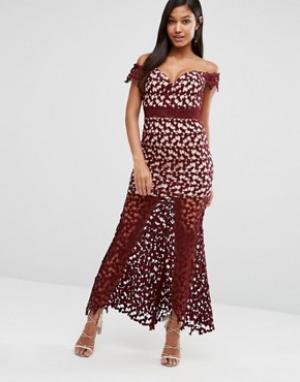 Love Triangle Ажурное платье макси с открытыми плечами. Цвет: красный