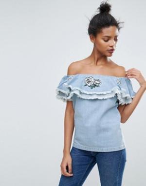 Chorus Выбеленный джинсовый топ с открытыми плечами и вышивкой на оборке Chor. Цвет: синий