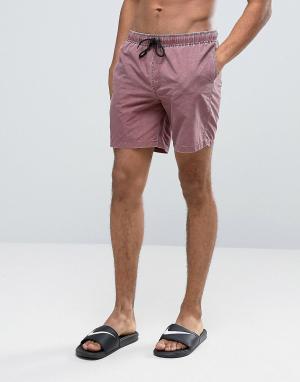 ASOS Бордовые шорты для плавания средней длины с эффектом кислотной стирки. Цвет: красный
