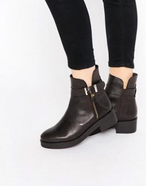 Miista Ботинки с пряжкой на плоской подошве. Цвет: черный
