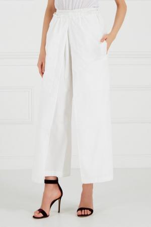Белые хлопковые брюки Cyrille Gassiline CG. Цвет: молочный