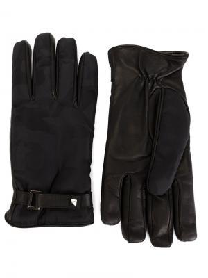 Перчатки с камуфляжными панелями Valentino. Цвет: чёрный